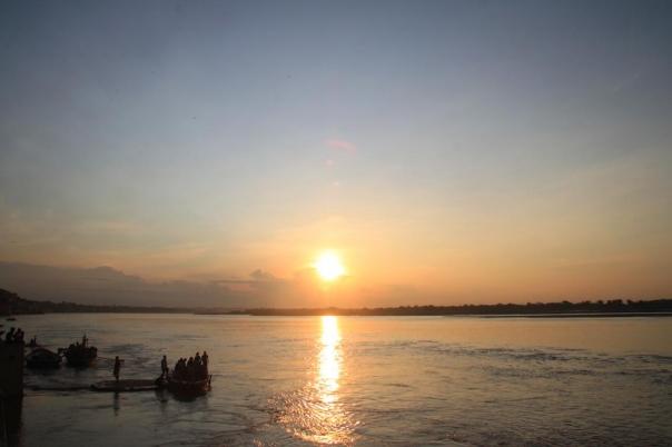 ガンジス河 バラナシ