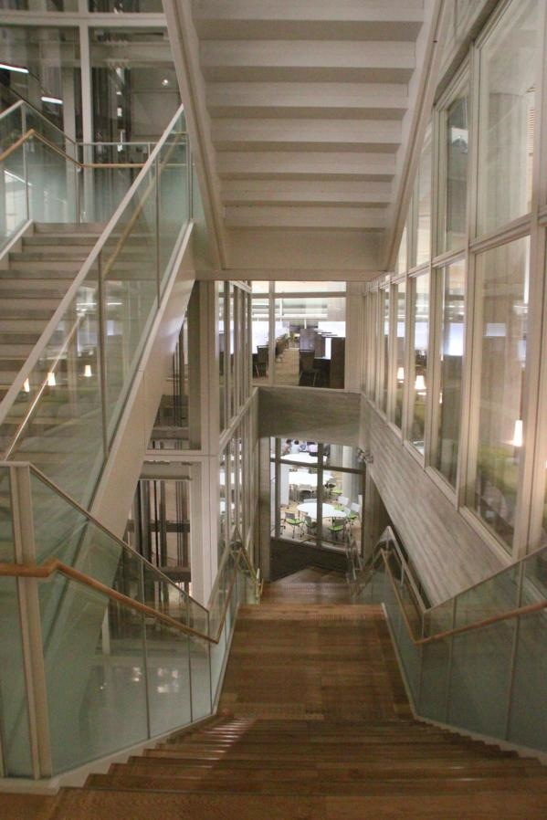 明治大学和泉図書館